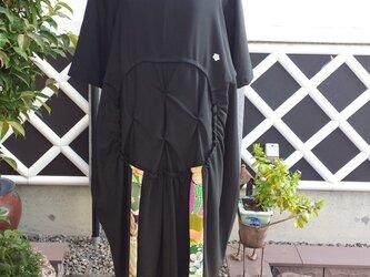 着物リメイク 古布手作り 黒 絽とちりめんパッチ ワンピースの画像