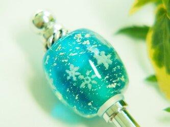 雪の結晶とんぼ玉のかんざし 水色×青緑の画像