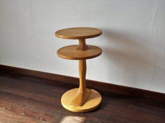 脚のサイドテーブル の画像