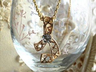 ゴールドレースリボンのネックレスの画像