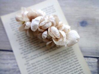 花びらのバレッタ ■ ふんわり優しいシルエット ■ ベージュピンクの画像
