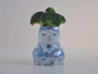 染付けの女の子の花瓶の画像