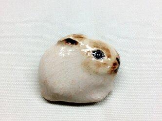 P様専用 陶 うさぎ ブローチの画像