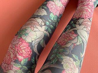 弁天とバラの花タイツの画像