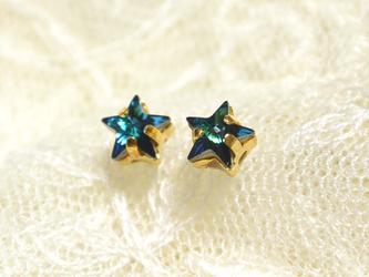 小さなスワロの星ピアス(バミューダブルー)の画像