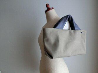 アンティーク加工の帆布に革の持ち手バッグ(グレー)の画像