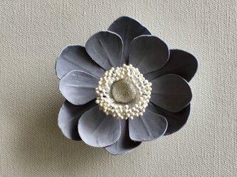 アネモネの布花ミニコサージュ‐グレー-の画像