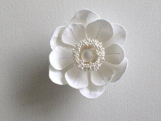 アネモネの布花ミニコサージュ‐ホワイト-の画像
