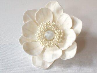 アネモネの布花ミニコサージュ‐オフホワイト-の画像