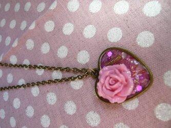 薔薇のオルゴナイト風ネックレス ピンクの画像