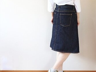 児島デニムの5ポケットスカートミドル丈の画像