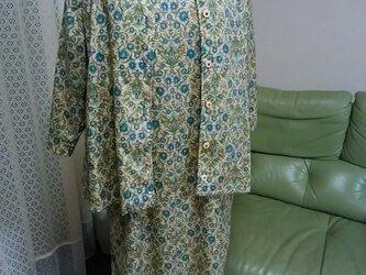 サテンの手触り綿ローンブラウスジャケットノースリーブワンピースと合わせて。の画像