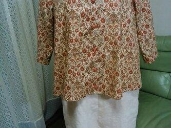 サテンの手触り綿ローンのブラウスジャケットの画像