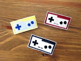 刺繍ブローチ 「ゲームコントローラー」の画像