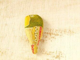 オウムのブローチ  の画像
