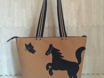 馬&蝶 チャック付きバッグの画像