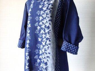手織り久留米絣:蝶の立て襟チュニック・ブラウス(W-20)の画像