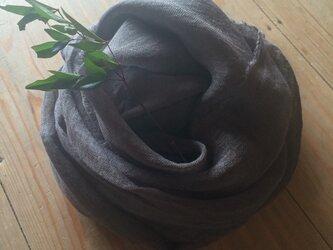 草木染め染めリネンガーゼストール(栗のイガ、グレー色)の画像
