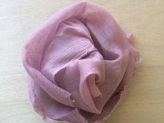 草木染め染めリネンガーゼストール(茜、薄めのピンク色)の画像