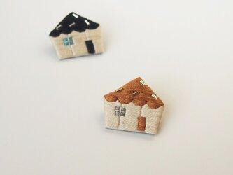 [受注制作]おうちの刺繍ブローチ(camel)の画像