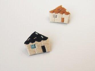 [受注制作]おうちの刺繍ブローチ(black)の画像
