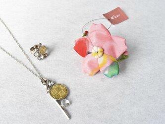 小さな巾着袋/みこ花「爽さくら」(花軸色:白、黄) mi-7a/リメイク着物の画像