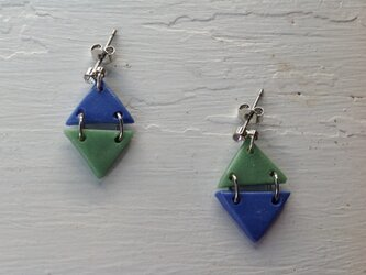 ライトブルーと渋グリーンのダイヤ型ピアス。の画像