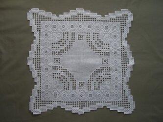 ハーダンガー刺繍 テーブルセンター の画像