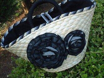 ブラックデニム薔薇モチーフの夏バッグの画像