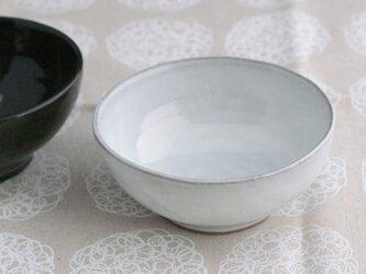 陶器:白いボウルの画像