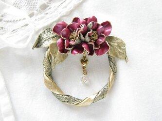 革のブローチ ミニバラのリース(ワインレッド)の画像