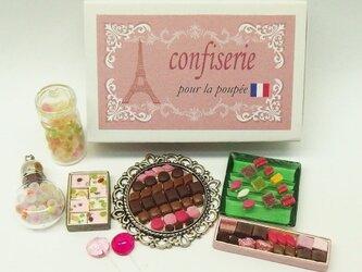 マッチ箱の中のミニチュアお菓子の画像