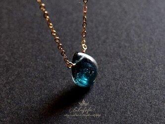 [14Kgf] 静寂の青~宝石質ブルーグリーンカイヤナイトの一粒ネックレスの画像
