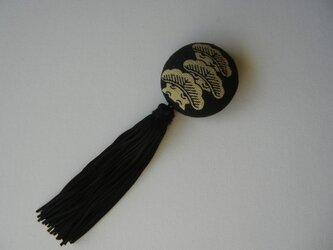 モノトーン・タッセルブローチ(松)の画像