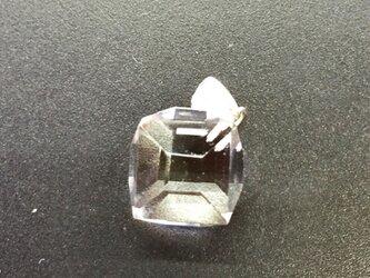 手擦り 天然水晶 dice 30 ペンダントトップの画像