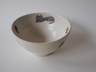 紫の猫と森のお茶碗 の画像