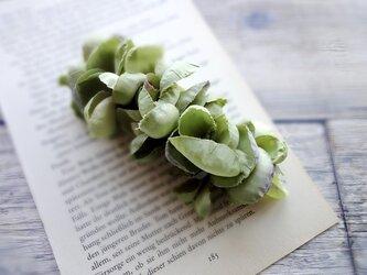 花びらのバレッタ ■ ふんわり優しいシルエット ■ グリーン×パープルの画像