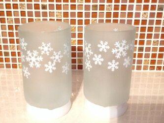真冬のビールグラスの画像