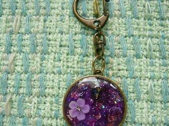 紫色ののオルゴナイト レジン バッグチャームの画像