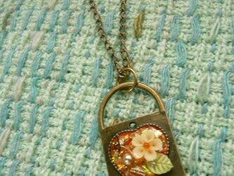 鍵型のオルゴナイト風ネックレス の画像
