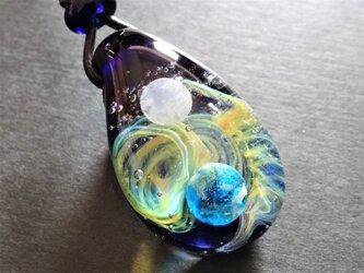 《宇宙》ガラス とんぼ玉 ペンダント 地球 月 銀河 星 宇宙ガラスの画像