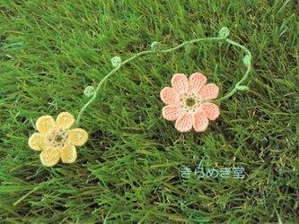 レース糸で編んだ お花2輪のしおり (クリーム・ピンク)の画像