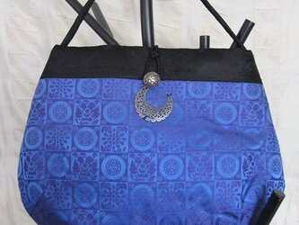 青のパーティーバッグの画像