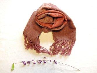 茜いろの変り糸・大きいしましまウールマフラー 草木染め・手織りの画像