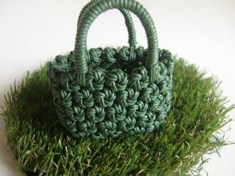 ミニチュア花結び編みのかごの画像