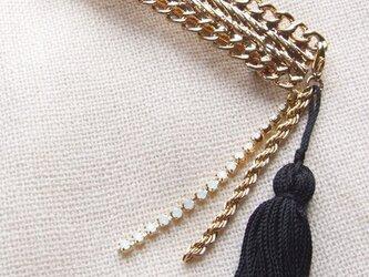 タッセルチャーム付きゴールドバレッタの画像