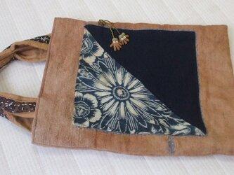 柿渋染と藍染型染と無地の刺し子トートバック 木綿の画像