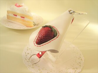イチゴの本革キーケース(ホワイト)の画像