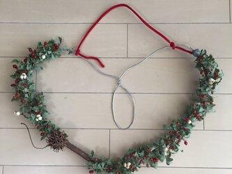 クリスマスリース アルミワイヤーのハート型リースの画像