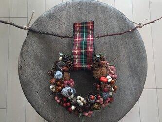 クリスマスリース 木の実いっぱいの画像
